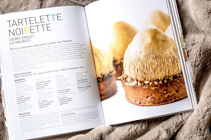 Le livre A la Folie, 60 pâtissiers et leurs gâteaux signatures - Raphaële Marchal
