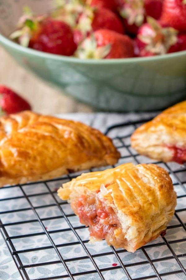 La recette des chaussons rhubarbe et fraises