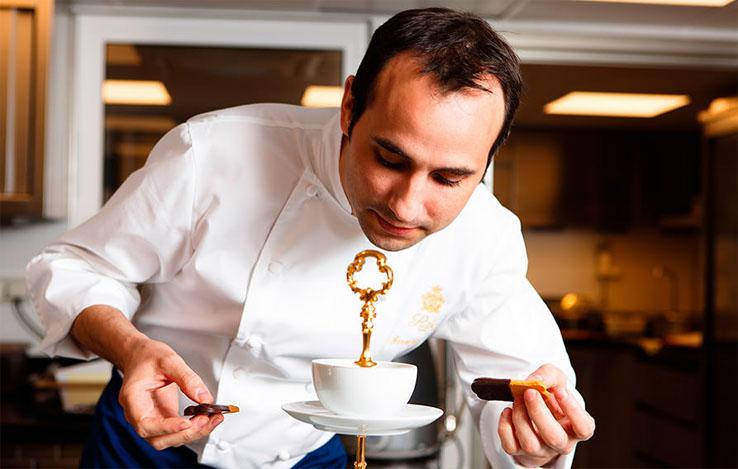 A la découverte des pâtisseries de François Perret au Bar Vendôme du Ritz, Paris.
