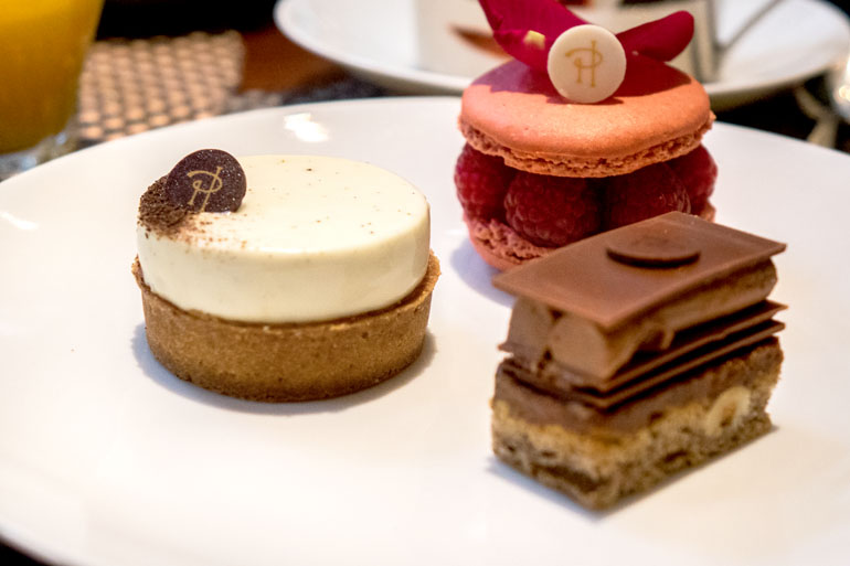 Les pâtisseries de Pierre Hermé au brunch du Royal Monceau Paris