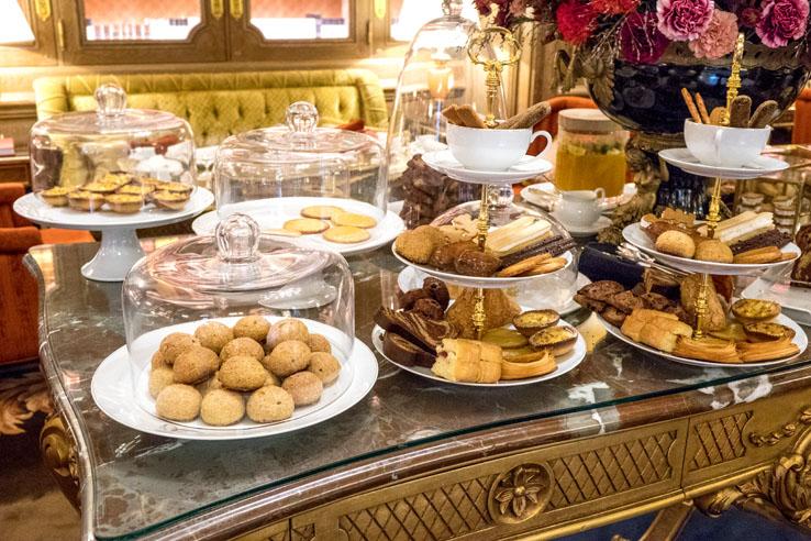 Les pâtisseries de François Perret au salon Proust du Ritz Paris